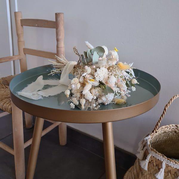 un bouquet de fleurs séchés