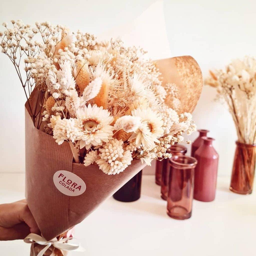 Livraison de fleurs avec vase